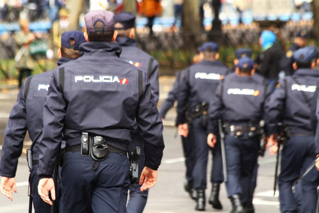 LA NOTA D'HUMOR: CONCENTRACIÓ ESPANYOLISTA A LA VIA LAIETANA EN HOMENATGE A LA POLICIA