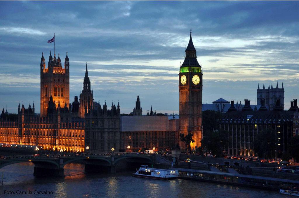 ASSANGE, DETINGUT A LONDRES, VA DONAR SUPORT AL POBLE CATALÀ