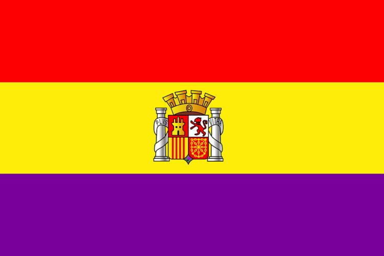 ELS BATLLES DE BANYOLES, MANRESA I BLANES ( JxCAT I ERC ) HISSEN LA BANDERA ESPANYOLA EN L'ANIVERSARI DE LA II REPÚBLICA