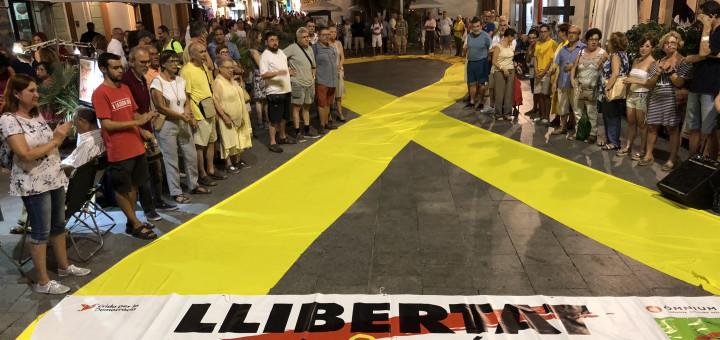 """L'ESPANYA """"SOLIDÀRIA"""": UNES 50 PERSONES ES MANIFESTEN A MADRID PELS PRESOS"""